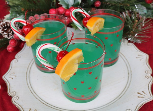 A festive holiday cocktail inspired by the grinch movie! The grinch cocktail is perfect for celebrating with friends and family at your next party!