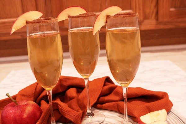 apple cider mimosas combine all things fall with cold winter nights. These holiday mimosas are perfect for sipping with friends at a holiday party or out while having brunch.