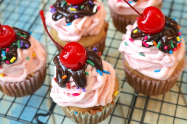 Banana Split Cupcakes just like the classic favorite dessert but without the ice cream. It doesn't lack flavors! It's packed with flavors of chocolate banana and strawberry to make the ultimate banana split dessert.- AdventuresofB2.com