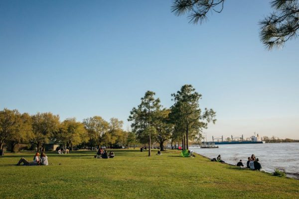 the fly in new orleans is a relaxing park where you and your date can enjoy a picnic for an amazing date idea for under $15! See more free date ideas in New Orleans at adventuresofb2.com
