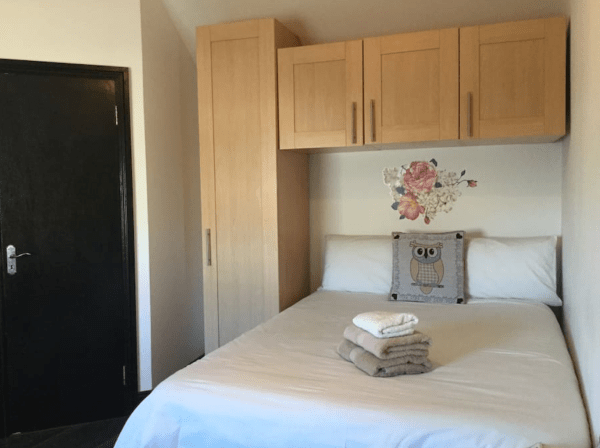 Traveling to Dublin Ireland, one of the cheapest housing accomodations are on airbnb. This delightful studio apartment is perfect for couples and within walking distance to everything in Dublin. - Adventuresofb2.com