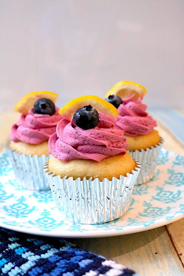 Quench your summer thirst with this lemon blueberry cupcake! A vibrant desserts with sweet and tart for a fantastic flavor combination. - adventuresofb2.com