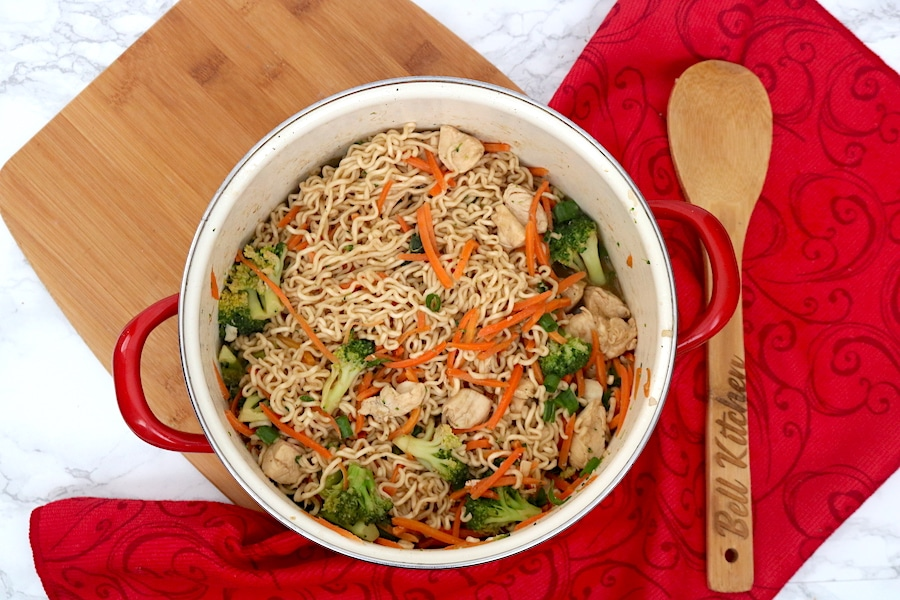 A easy meal that will feed a crowd. Kids will love this one pot meal. Chicken Ramen Stir Fry is loaded with veggies, juicy chicken, and ramen noodles all in a savory yet sweet sauce. Easy to make and on the table in 30 minutes or less! - adventures of b2 #dinner #easyrecipe #stirfry #ramen #30minmeals