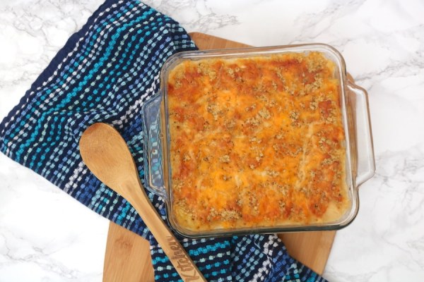 Creamy homemade baked mac n cheese is a family favorite and classic with its creamy and gooey cheese covered pasta topped with more cheese and panko crumbs to give it a nice crunch. Kids love it and it's so easy to make especially the crunchy cheesy topping! - adventuresofb2.com