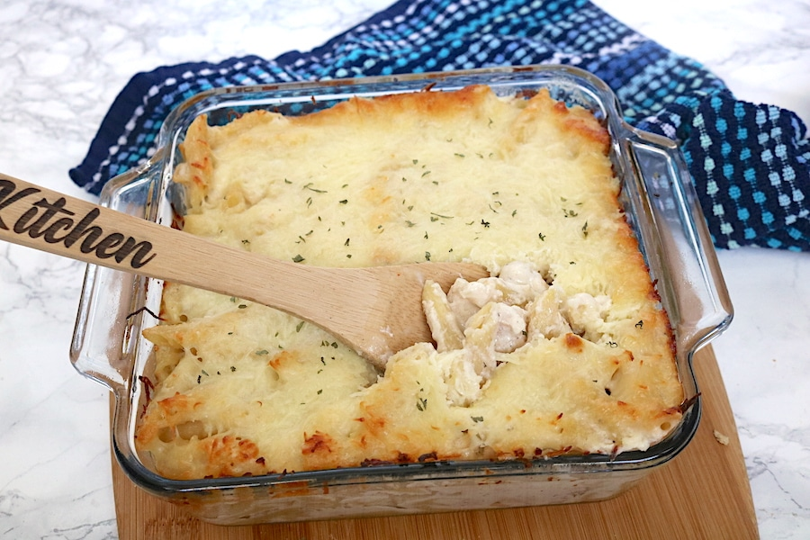 Chicken alfredo bake is a twist from the normal chicken alfredo but just as delicious and easy to make! Chunks of chicken with pasta in a creamy white sauce. Topped with cream and baked to perfection. - adventuresofb2.com