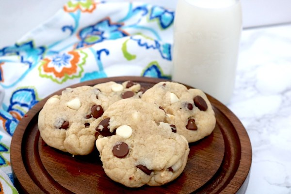 Triple Chocolate Chip Cookies are every chocolate lovers dream. Packed with milk chocolate, dark chocolate and white chocolate chips for the ultimate chocolate chip cookies to satisfy all your cravings! - adventuresofb2.com