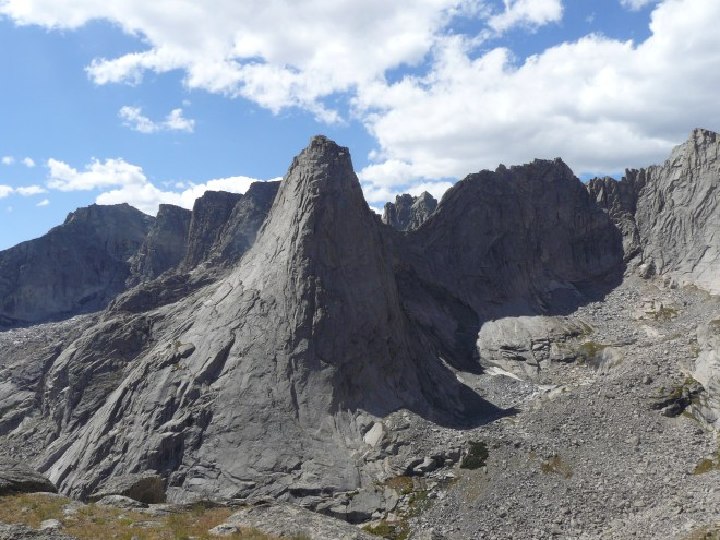 Pingora Peak (Center), Wolf's Head (Center R in shadow) and Bollinger Peak (far R) from Skunk Knob.