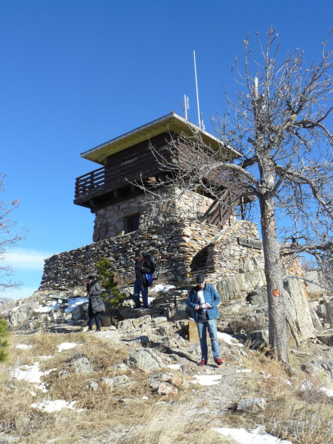 Lanis, Xochitl & Steve depart the Custer Peak lookout tower.