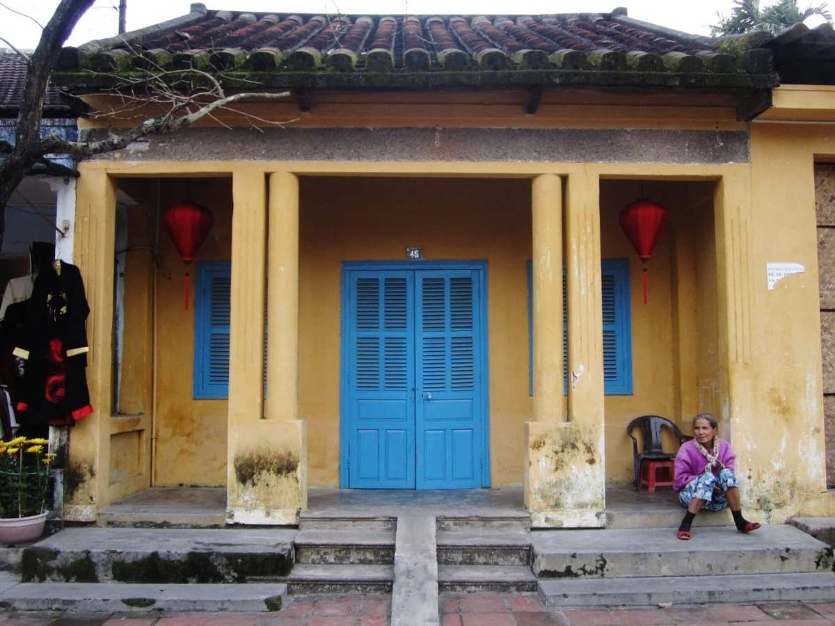 Old Woman in Hoi An