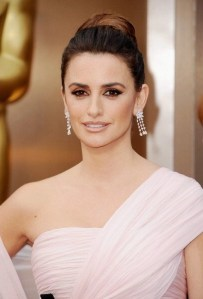 Penelope Cruz's makeup look for the 86th Academy Awards by Charlotte Tilbury @Oscars @ctilburymakeup #gettingreadywithct
