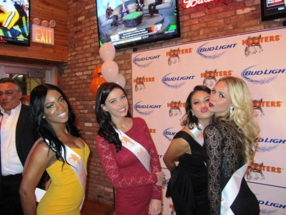 hooters calender girls1