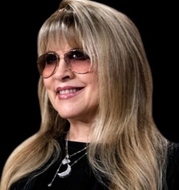 Stevie Nicks wearing some of her signature jewelryu