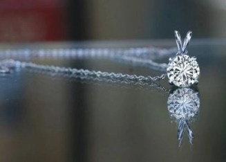 diamond-veneer-1-5-ct-round-bail-veneer-pendant-showing-the-chain