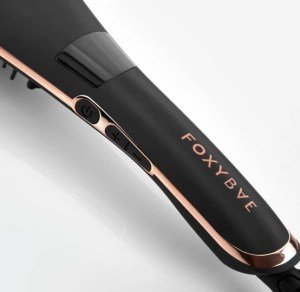 foxy bae brush showing the controls on the side