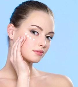 APPLY EYECREAM beauty sleep ADVICESISTERS SELFIE BEAUTY HACKS ARTICLE