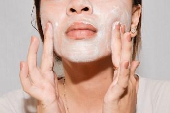 FACE SCRUB beauty sleep ADVICESISTERS SELFIE BEAUTY HACKS ARTICLE