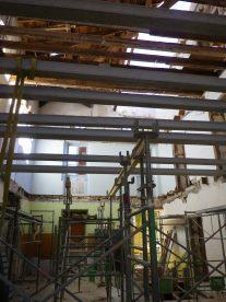 l'intérieur de la maison de maître les 2 planchers béton côté sud sont faits et le 1er côté nord est commencé IMGP2712