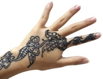 Fig.2 Tatuaje a base de Henna negra
