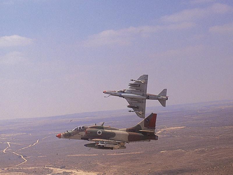 https://i2.wp.com/www.aereo.jor.br/wp-content/uploads//2012/11/AIR_A-4N_Skyhawks_Israeli_lg.jpg