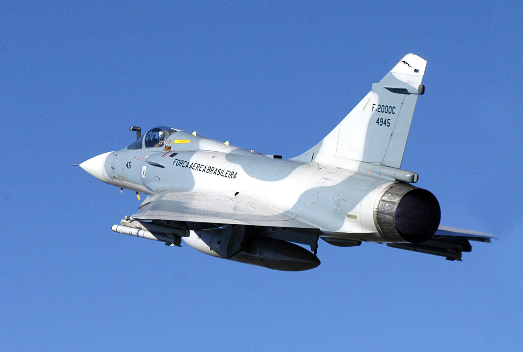 https://i2.wp.com/www.aereo.jor.br/wp-content/uploads/2010/04/FAB-Mirage-2000-Cb-Junior-2.jpg
