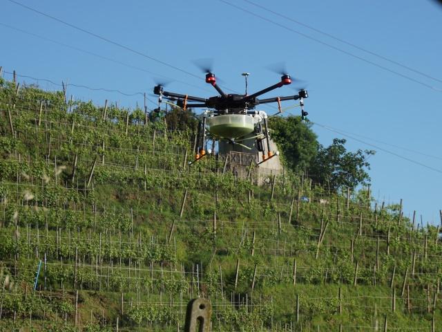 Droni per Agricoltura - distribuzione liquidi su scenari complessi