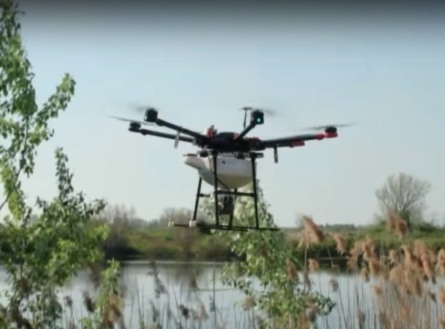 distribuzione granulati con drone