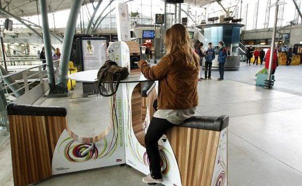 Bicicleta carregador ecológico de Amsterdam.