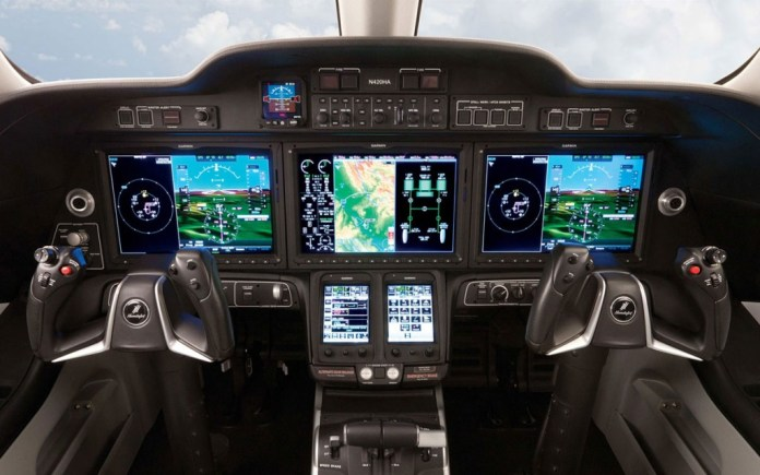 Cockpit do Honda Jet...