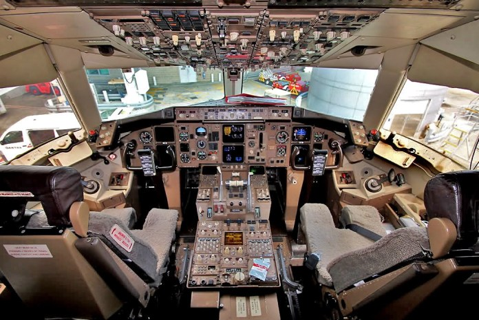 Primeiro aviônicos do 767, equipado na versão -200 e -300.