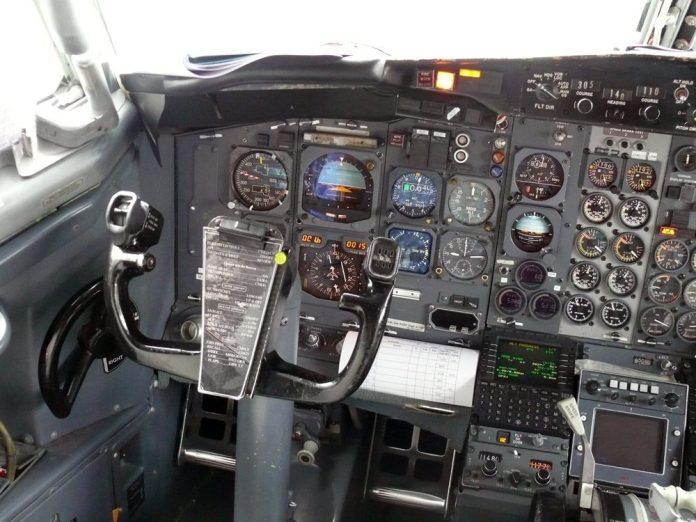 Cockpit com instrumentação moderna poderia ser incorporado nas versões do Advanced. Esse tinha equipado um AP SP77 com F/D.