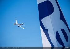 A350-1000-flying-display-presidential-flight-day1-PAS2017-672