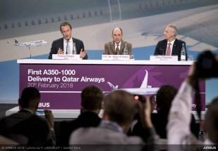 Fabrice Brégier (diretor de operações da Airbus e presidente - aeronave comercial); Sua Excelência, o Sr. Akbar Al Baker (Chefe do Grupo Qatar Airways); e Chris Cholerton (presidente da Rolls-Royce - Civil Aerospace)