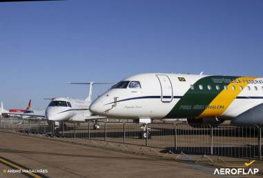 VC-2 e ao fundo um VC-99,. Aeronaves que compõe o GTE (Grupo de Transporte Especial)