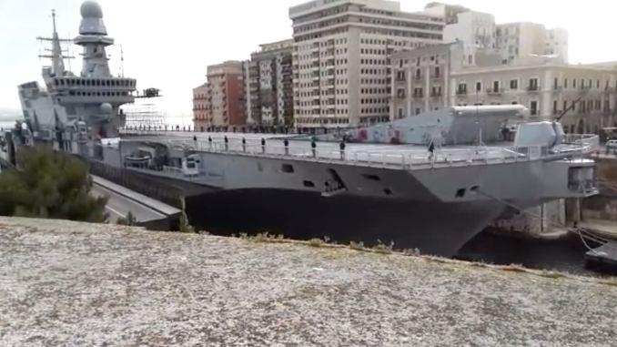 Porta-aviões italiano Cavour- Imagem print de vídeo