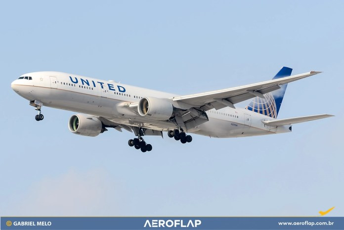 United Airlines Boeing 777 Pratt & Whitney