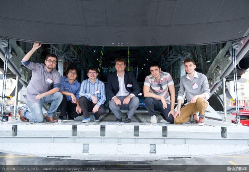 Airbus_FYI_2013__winning_team_low
