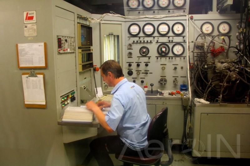 Cada válvula é testada pela experiente equipe, que tem à disposição um moderno maquinário.
