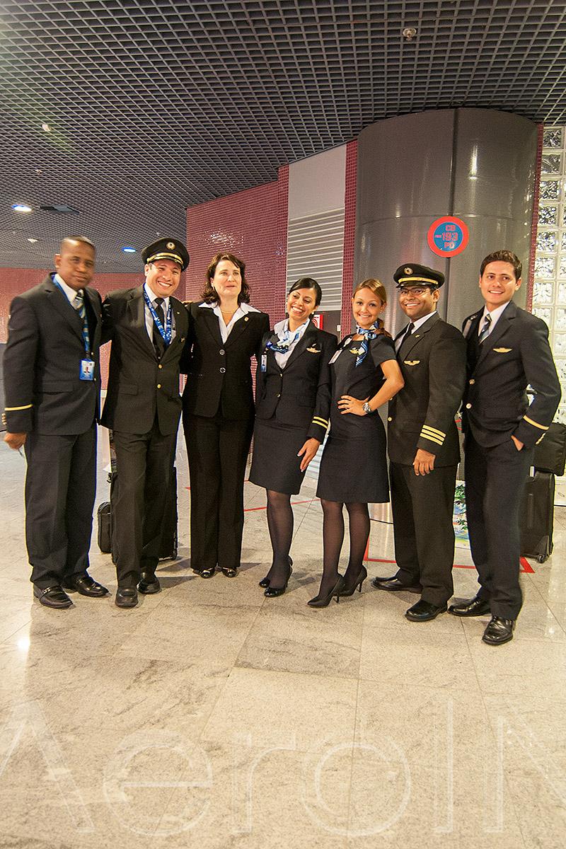 Tripulação e comitiva do voo inaugural