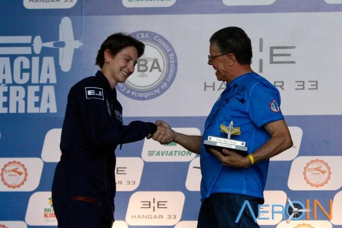 Juliana recebe a homenagem do CBA.