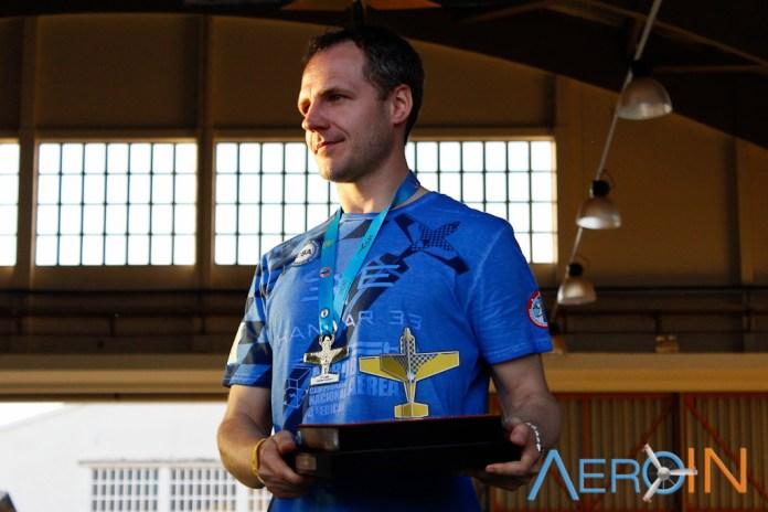Francis Barros, campeão brasileiro de acrobacia aérea de 2016.