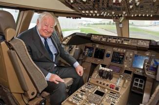 Joe no cockpit do 747-8i, o último 747