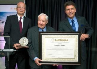 Joe recebe uma homenagem da Lufthansa