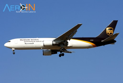 767-ups-n302up-2
