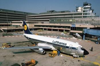 Boeing 737-200 em Frankfurt em 1982. Foto: Idar-Oberstein - Lufthansa