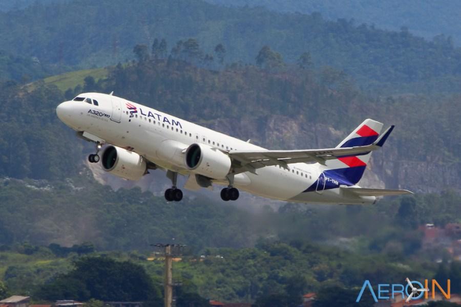 Avião Airbus A320neo LATAM