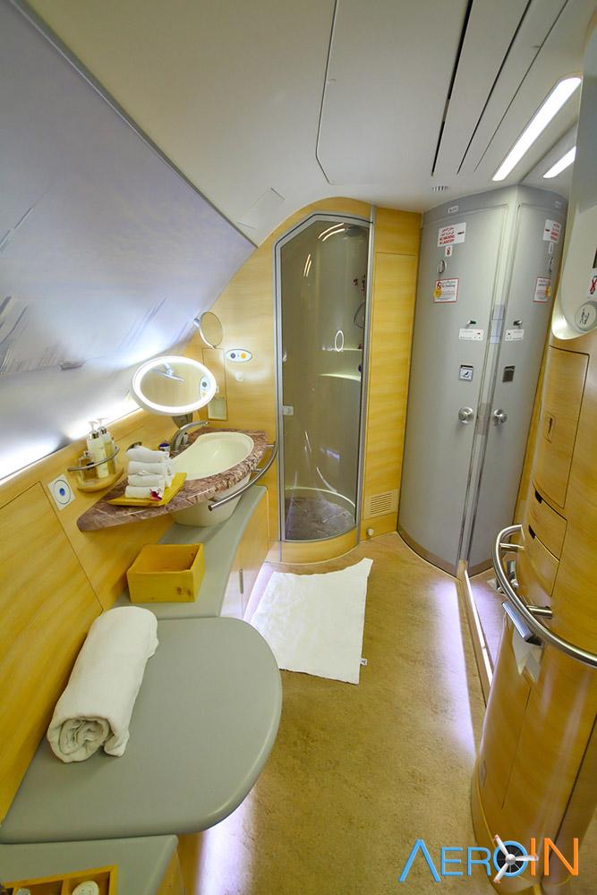 Avião Airbus A380 Emirates Spa Banheiro Chuveiro