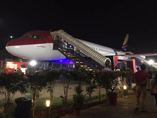 Airbus A320 vira um agradável restaurante na Índia.