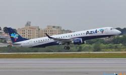 Avião Embraer 195 E195 Azul