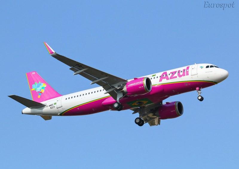 avião Airbus A320neo rosa Azul