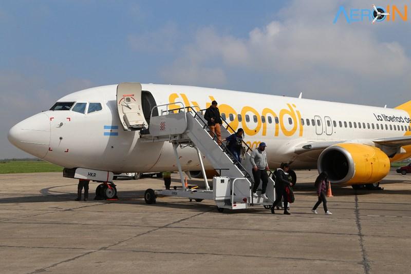 Avião Boeing 737 Flybondi desembarque